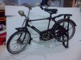 Miniatur sepeda pancal antik