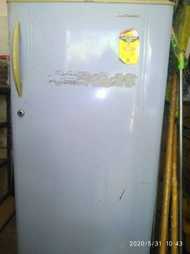 Kelvinator 165 ltr Refrigerator  in very good condition available