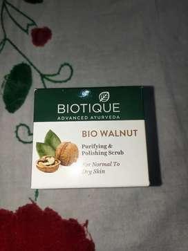 Biotique Ayurvedic Walnut Scrub