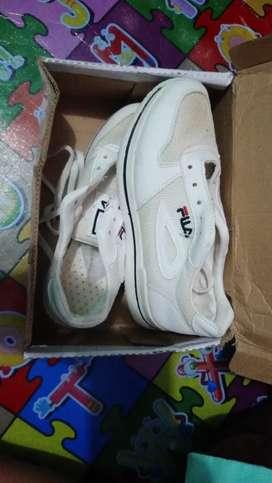 sepatu fila putih