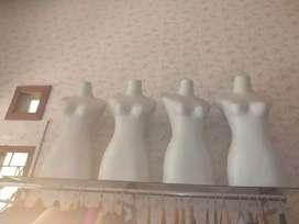 Patung badan perempuan