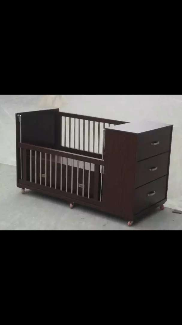 Baby cot with Chester of 3 drawers. 0