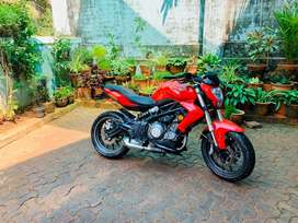Benelli TNT300 less km run