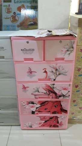 Plastic wardrobe/plastic drawers