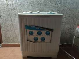 Croma washing machine, semi automatic in good condition
