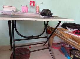 Study table only 2 months old in jst 550