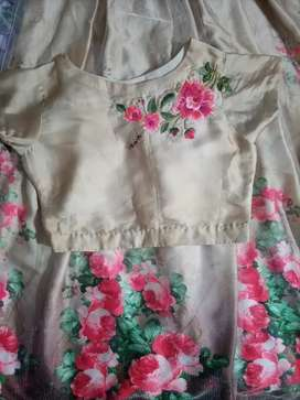 Blouse and skirt sale 5000