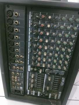 Mixer Yamaha EMX 88s 400 W
