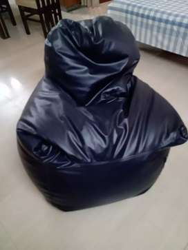 Arm chair style XXXL bean bag with beans