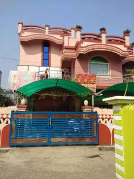 Well furnished house available for rent in prime location.