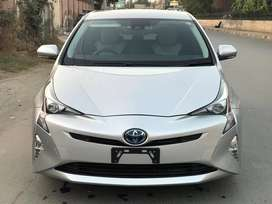 Toyota Prius 2016 -(Get on easy installment)