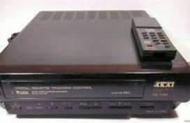 Video Cassette Player Akai with 10 old movies