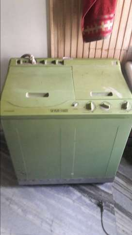 Clean and properly working light weight washing machine.