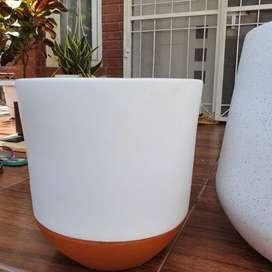 Pot tanaman hias berkualitas berukuran besar