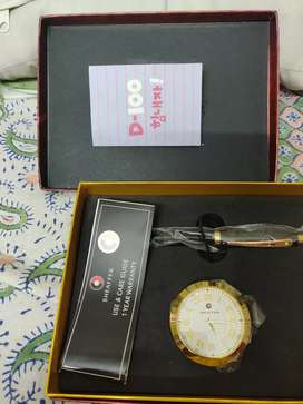 Sheaffer pen with table clock (unused)