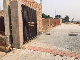 Gated society plots at best location in knowledge park 5,