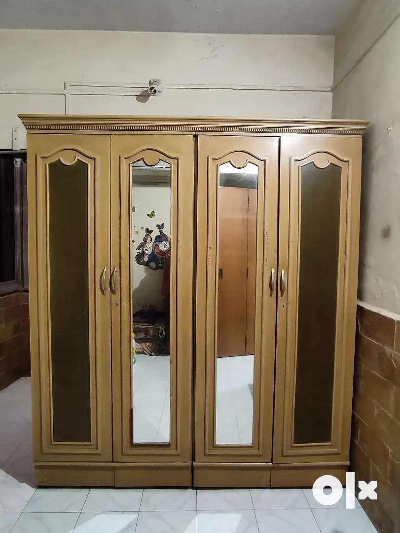 4 Door Wardrobe to sell out urgently