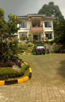 Villa Bagus & Mewah dijual Murah area Cisarua Puncak Bogor