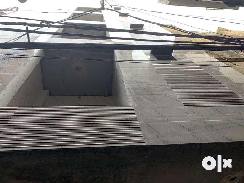 Floors for sale in shastri nagar 0