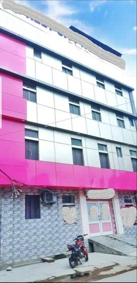 FOR RENT: 5- STOREY NEWLY BUILT COMMERCIAL BUILDING ON MAIN ROAD