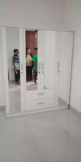 B46 Lemari pakaian empat pintu cantik