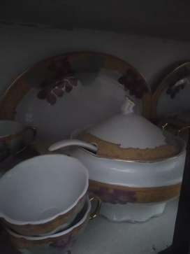 A beutiful 8 persons serving china bone dinner set .