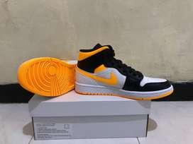Air Jordan 1 Mid Laser Orange WMNS