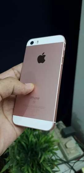Apple iPhone SE 32GB, rose gold. Tip top condition, original iPhone