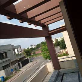 New condition house good location