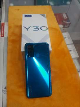Vivo y30 (4/128) 15 days handset with complete accessories and bill.