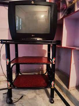 OLD LG TV with stand in gud condition