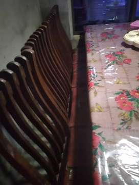 Dining table for sale. 8 chair sath pushing Hone Wali Hai