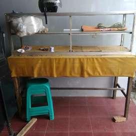 Dijual etalase bekas plus dngan meja