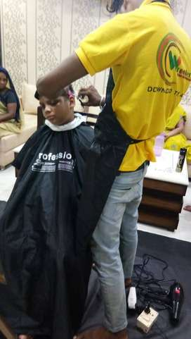 Male salon at home in Gwalior