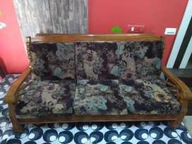 Mid Century Modern Drawing Room sofa In Excellent Condition