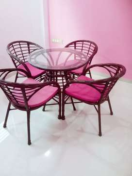 Super Stylish Table n Chairs