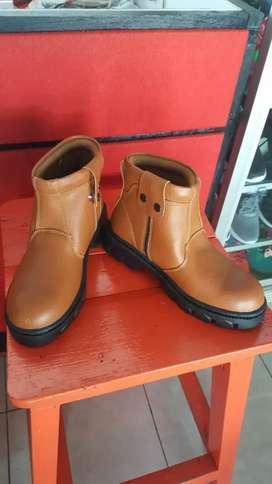 Sepatu boots pria dewass