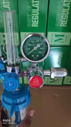 Oxygen flowmeter with regulator
