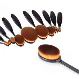 Set of 10 Oval Makeup Brushes