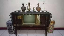 Tv dan barang antik