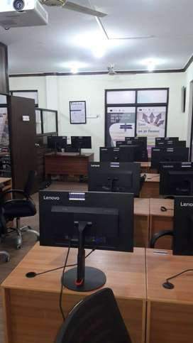 800 Sqft FURNISHED OFFICE NEAR MAIN BOULEVARD GULBERG FOR RENT