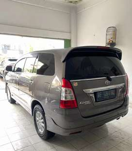 Innova 2.0 V Luxury manual 2012.