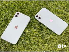 11 128gb White colour four month Use bettry helth 98%
