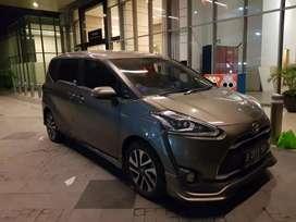 Toyota sienta Q 2017 CVT 1.5 coklatmetalik plat B jakbar jarang pakai