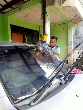 Pemasangan kaca film mobil dan gedung bisa di panggil gan