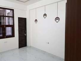 FULL LONABLE FULL FURNISHED BEST LOCATION FLATS