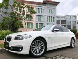 BMW 528i Luxury 2017 White Km19rb Sunroof PBD 3TV RSE 245Hp Wrnty5Thn