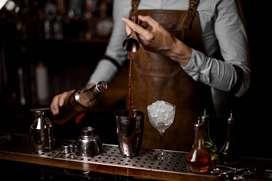 Pekerjaan pelayan dan bartender yang berbahasa Inggris