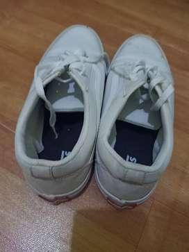 Dijual sepatu kanvans murah uk  42