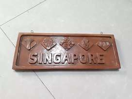 Kayu jati ukiran soufenir singapore,kayu satu tanpa sambung 40x15cm